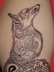 美女手臂简单个性线条纹身动物狐狸