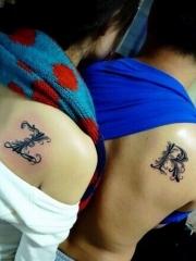 情侣后背英文字母纹身图案