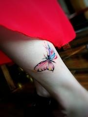 小腿唯美蝴蝶水彩纹身图案