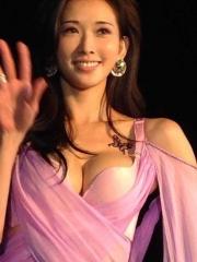 台湾名模林志玲胸部蝴蝶纹身图案