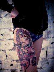 大腿彩绘章鱼女郎纹身图案