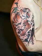大臂水墨老虎印象派纹身图案