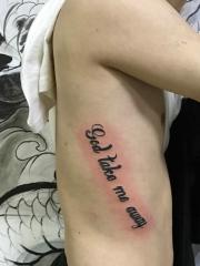 侧腰部个性时尚英文纹身图案