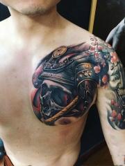 半甲骷髅武士霸气纹身图案