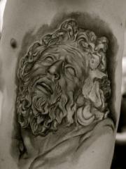 男性胸侧耶稣肖像纹身图案