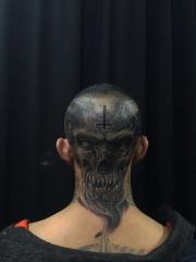 头颈部霸气的黑灰魔王纹身图案
