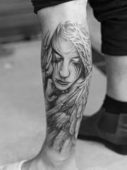 小腿唯美哀伤的天使纹身图案