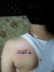 小清新肩部英文字母纹身图案