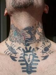 颈部黑色简单个性线条纹身蝎子纹身小动物纹身图案