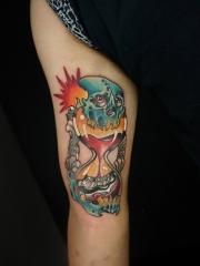 腿部骷髅与沙漏纹身图案