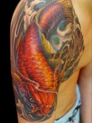 半甲鲤鱼彩绘纹身图案