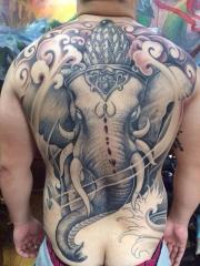 满背个性愤怒的象神纹身图案