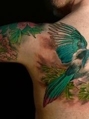 美女超喜爱的水彩泼墨纹身小花朵图