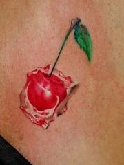 胸部彩色樱桃纹身图案