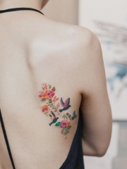 后背小清新鲜花与小鸟彩绘纹身图案