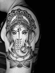 手臂华丽的象神莲花个性纹身图案