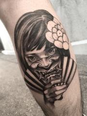 小腿半面般若半面美女纹身图案