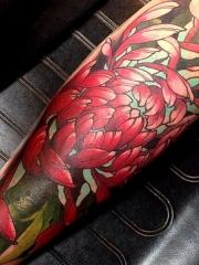 腿部彩色菊花纹身图案