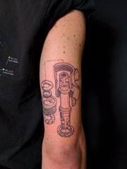 手大臂膀上的机械部件图案纹身图片