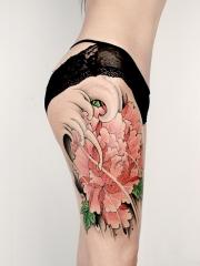 大腿牡丹花彩绘纹身图案