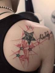 创意五角星星英文后背纹身图案