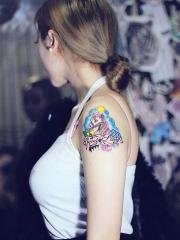 美女手臂卡通独角兽纹身图案