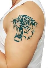 男性们都喜欢这样帅气的凶猛的老虎纹身图案