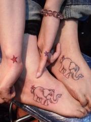 个性情侣脚背星星和大象纹身图案