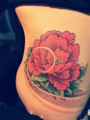 性感美女腰部传统红牡丹花纹身图案