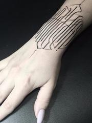 创意对称纹身图案线条纹身简洁英文字母纹身图案