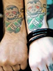 情侣手腕个性的骷髅娃娃纹身图案
