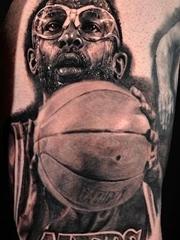 男性黑白灰风格点刺纹身图案