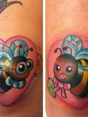 膝盖骨可爱的小蜜蜂心形纹身图案