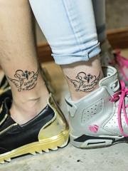 情侣脚踝十字架英文纹身图案