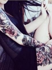女性个性花臂花腿纹身图案
