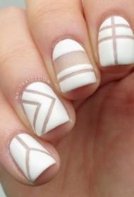 个性白色平头短指甲法式美甲图片