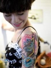 大臂天马行空的彩绘纹身图案