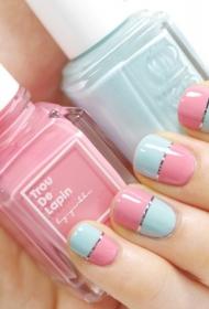 简单的粉色搭配浅蓝色短指甲美甲图片