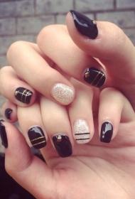 2017新款好考看的黑色搭配银色亮片短指甲光疗美甲图片