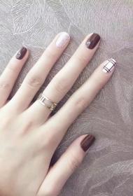 时尚显白的咖啡色QQ甲美甲图片
