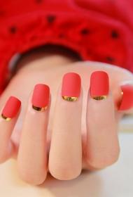 大红色搭配金色反法式方头美甲图片