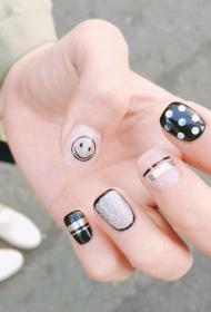 DIY黑色个性笑脸图案平头短指甲美甲图片