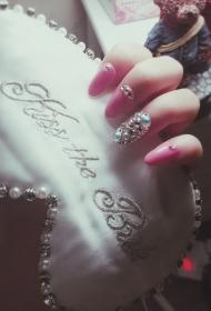 粉色水钻美甲贴片款式图片