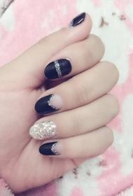 黑色搭配银色亮片圆头短指甲美甲图
