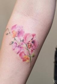 文艺女生喜爱的花朵纹身图案