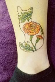 女神腿部猫纹身和文艺花朵纹身图片