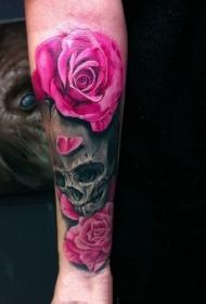 手臂美艳动人的骷髅皇后玫瑰纹身图案