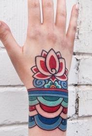 手腕彩绘莲花刺青图案