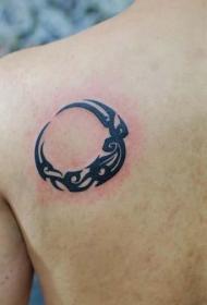 小清新背部月亮图腾纹身图案