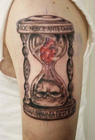 手臂上个性的骷髅沙漏纹身图案